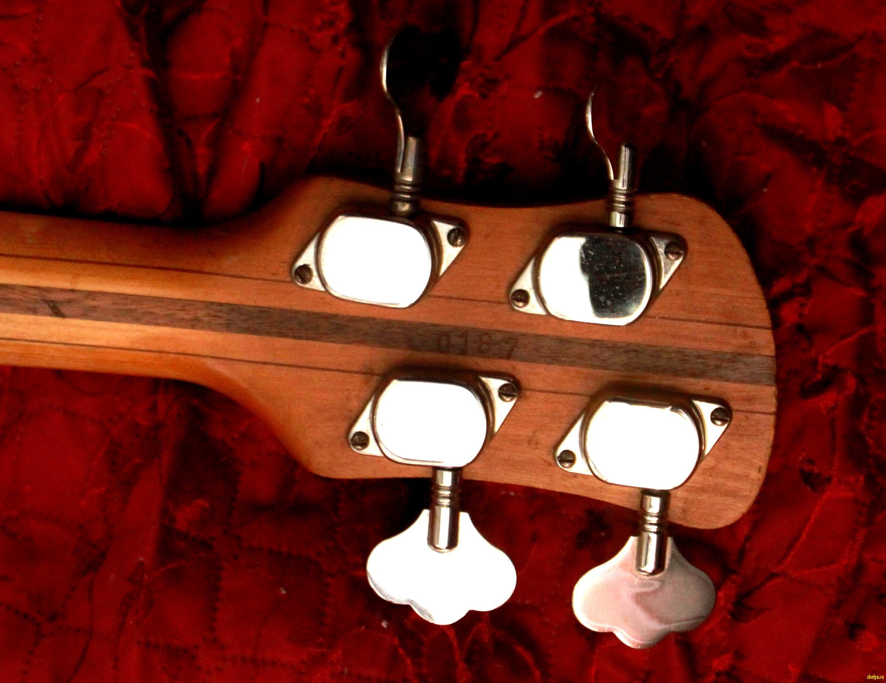 RK Bass Голова грифа (сзади)